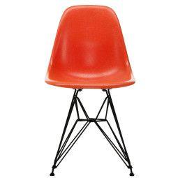 Vitra Eames DSR Fiberglass Stuhl mit schwarzem Untergestell