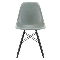 Vitra Eames DSW Fiberglass Stuhl mit Untergestell in Ahorn Schwarz