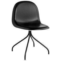 Gubi Gubi 9 Stuhl Wood mit schwarzem Untergestell