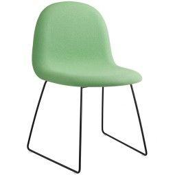 Gubi Gubi 1 Stuhl gepolstert mit schwarzem Untergestell