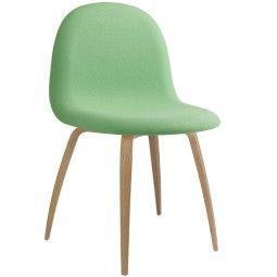 Gubi Gubi 5 Stuhl gepolstert mit Eiche Untergestell
