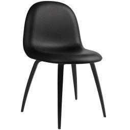 Gubi Gubi 5 Stuhl gepolstert mit gebeiztem Untergestell